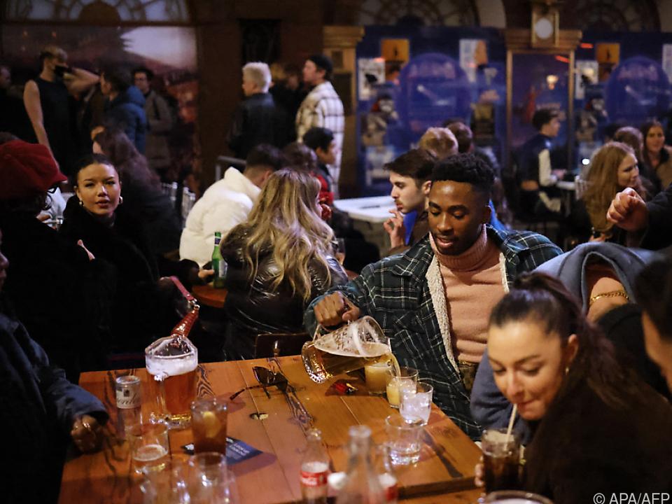 Reger Outdoor-Betrieb in einem Londoner Pub