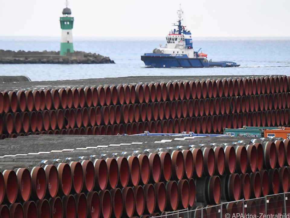 Rohre für die umstrittene Pipeline vor der deutschen Ostseeküste