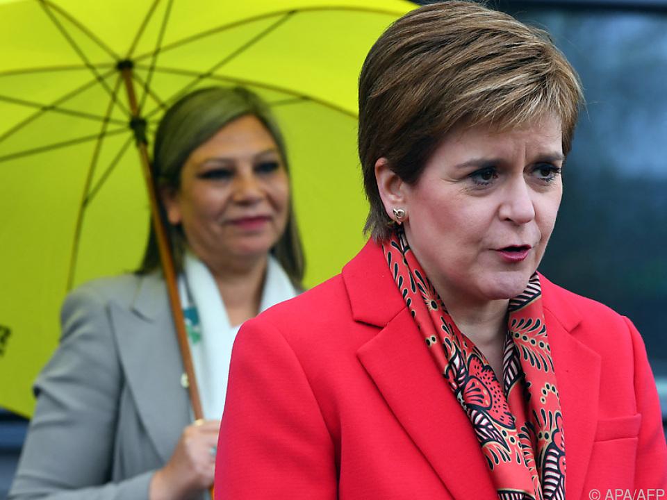 SNP-Chefin Sturgeon warnt London, Referendum abzulehnen