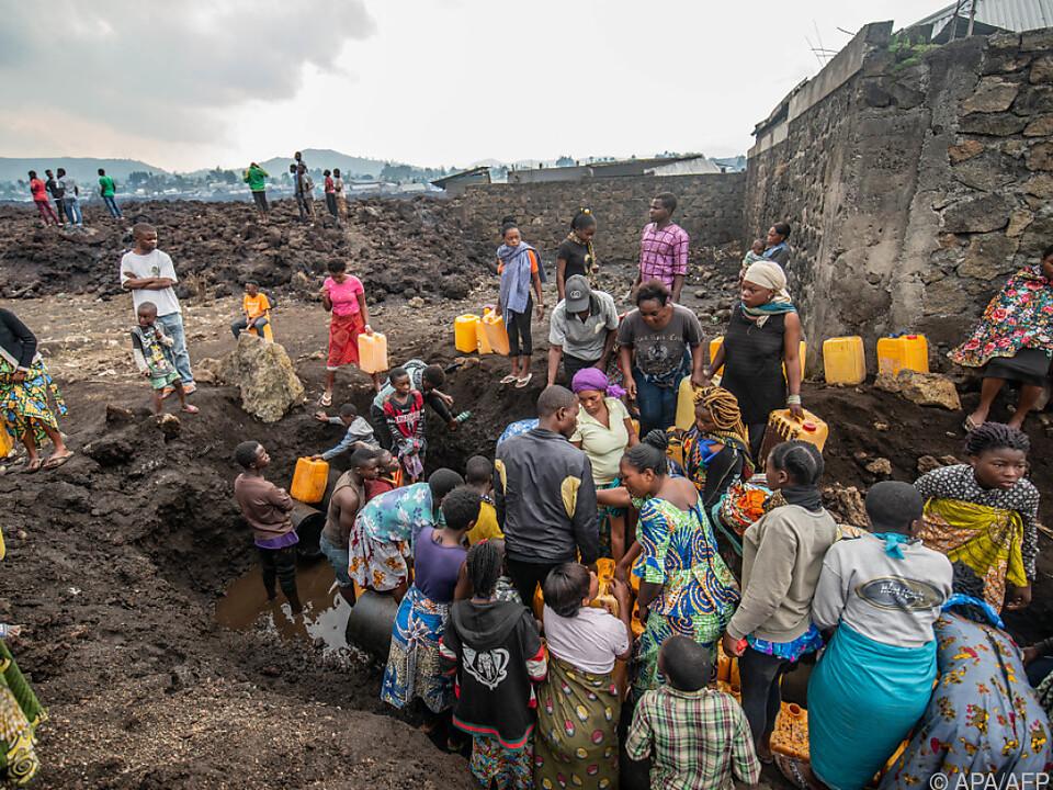 Tausende Menschen in Notlagern