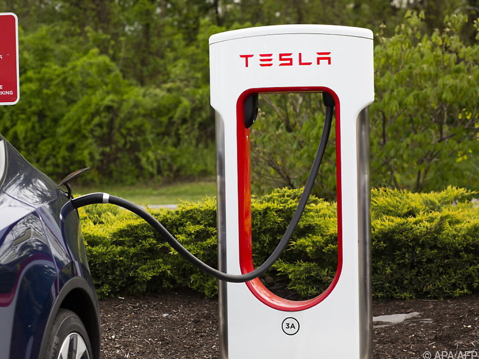 Tesla will Strom lieber im Tank sehen als in Bitcoins