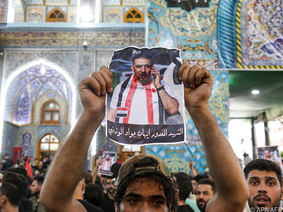 Trauerfeier für Aktivisten al-Wazni in Schiiten-Schrein von Kerbala
