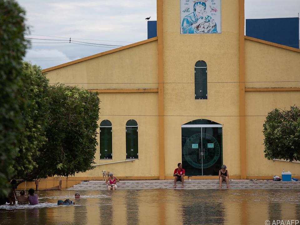 Überschwemmungen Zentrum der Amazonas-Metropole Manaus erreicht