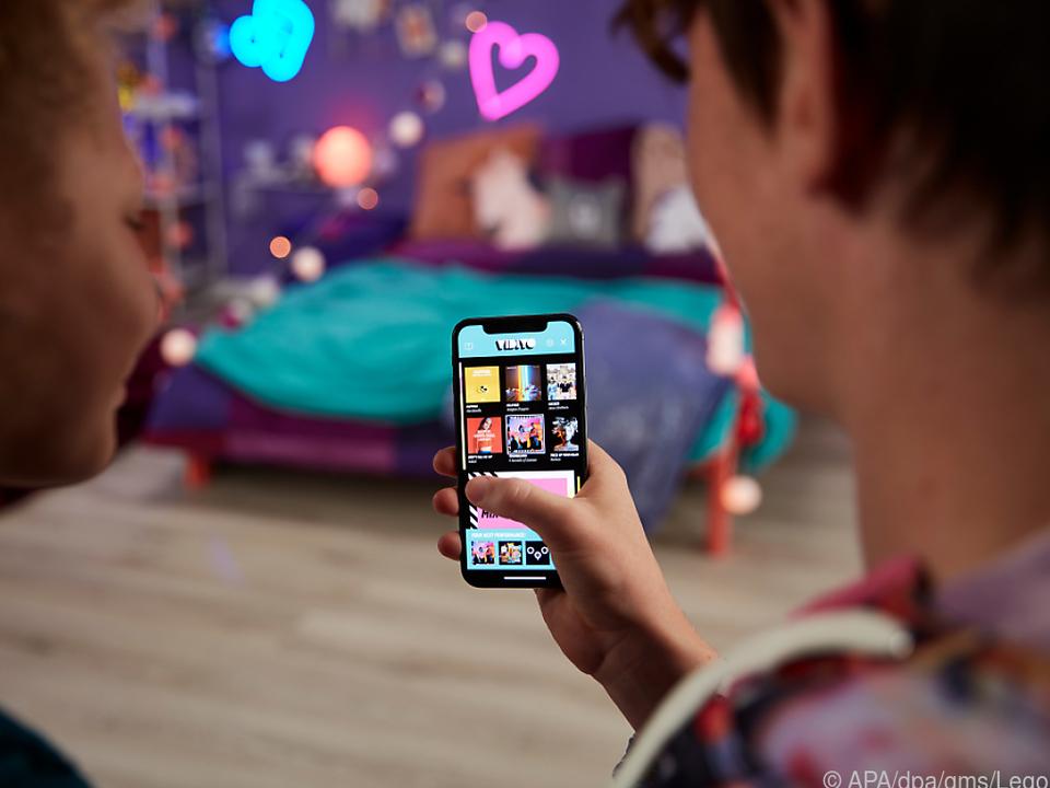 Um Vidiyo spielen zu können, müssen Kinder ein Smartphone oder Tablet nutzen