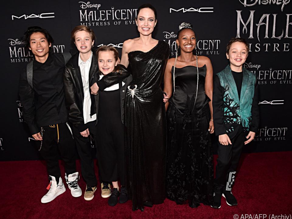 Verärgert über Richterspruch: Angelina Jolie mit ihren fünf Kindern