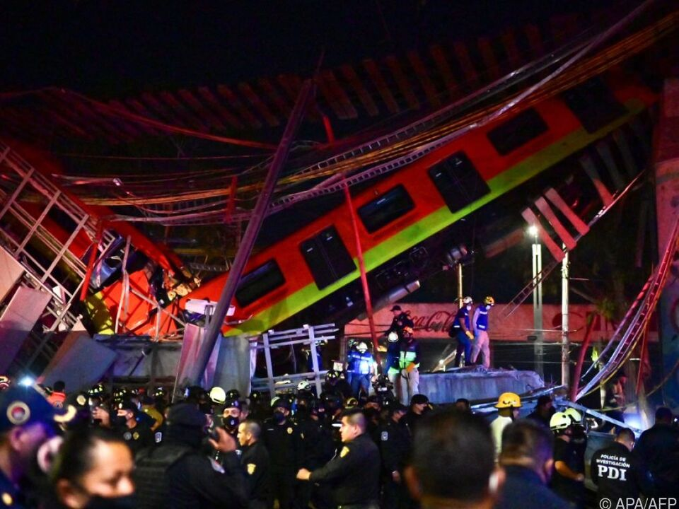 Verheerende Szenen nach Einsturz einer U-Bahn-Brücke