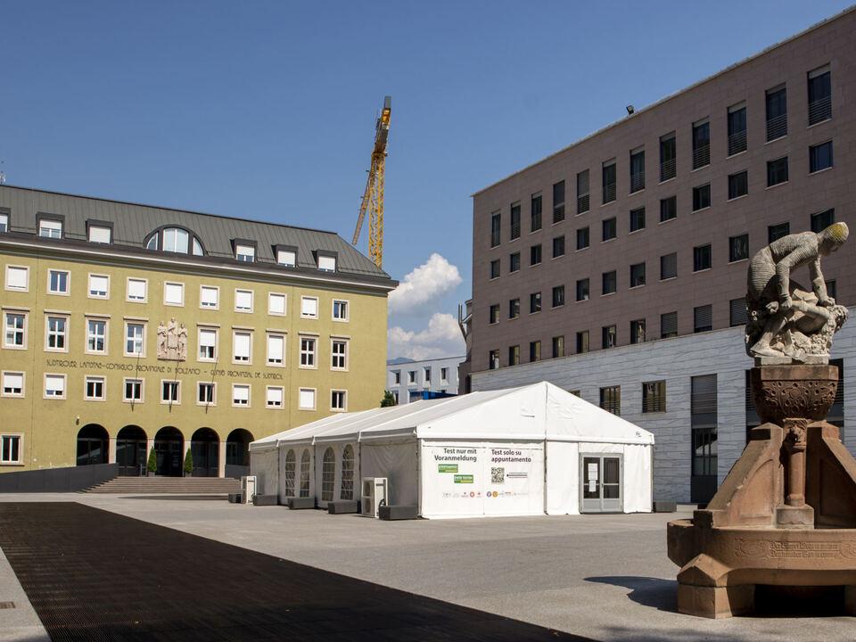 1112931_Zelt_Testzentrum_Silvius-Magnago-Platz