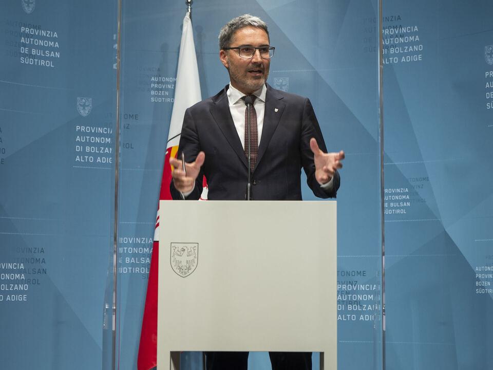 Landeshauptmann Arno Kompatscher appellierte an die Bevölkerung, das niederschwellige, kostenlose Impfangebot weiterhin wahrzunehmen. (Foto: 1114275_20210629_PKLandesregierung_fb