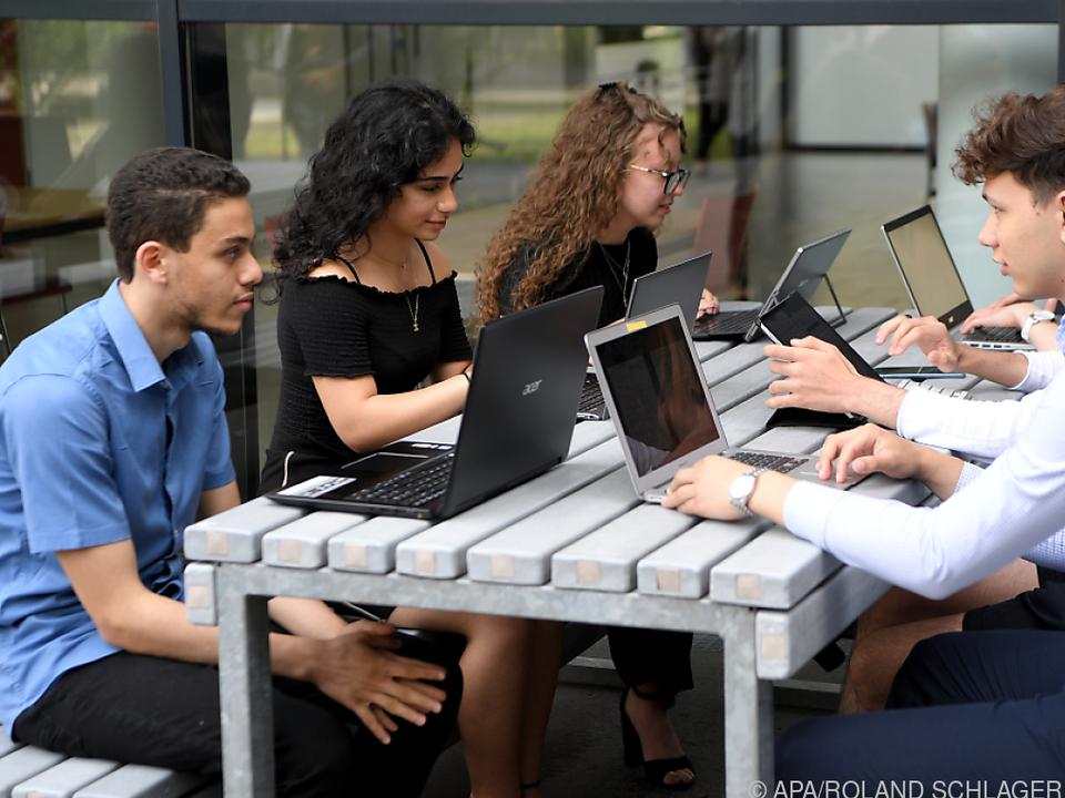 150.000 Laptops und Tablets für Schüler