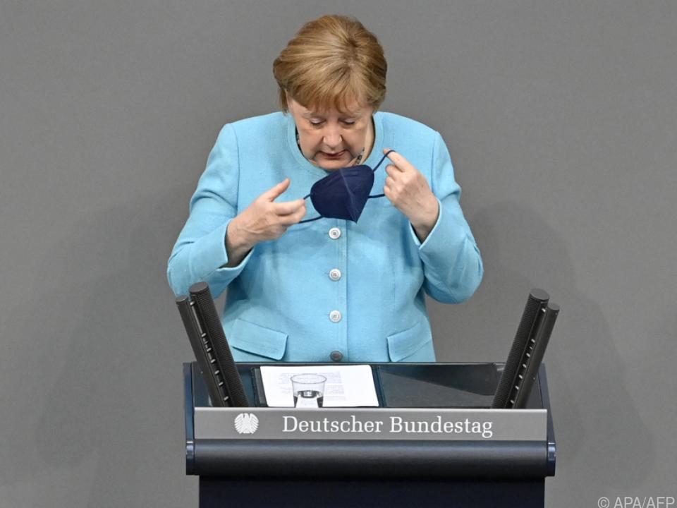 Angela Merkel bei ihrer Regierungserklärung im Bundestag in Berlin