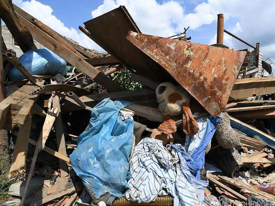 Aufräumarbeiten nach Tornado in Tschechien weiter im Gang