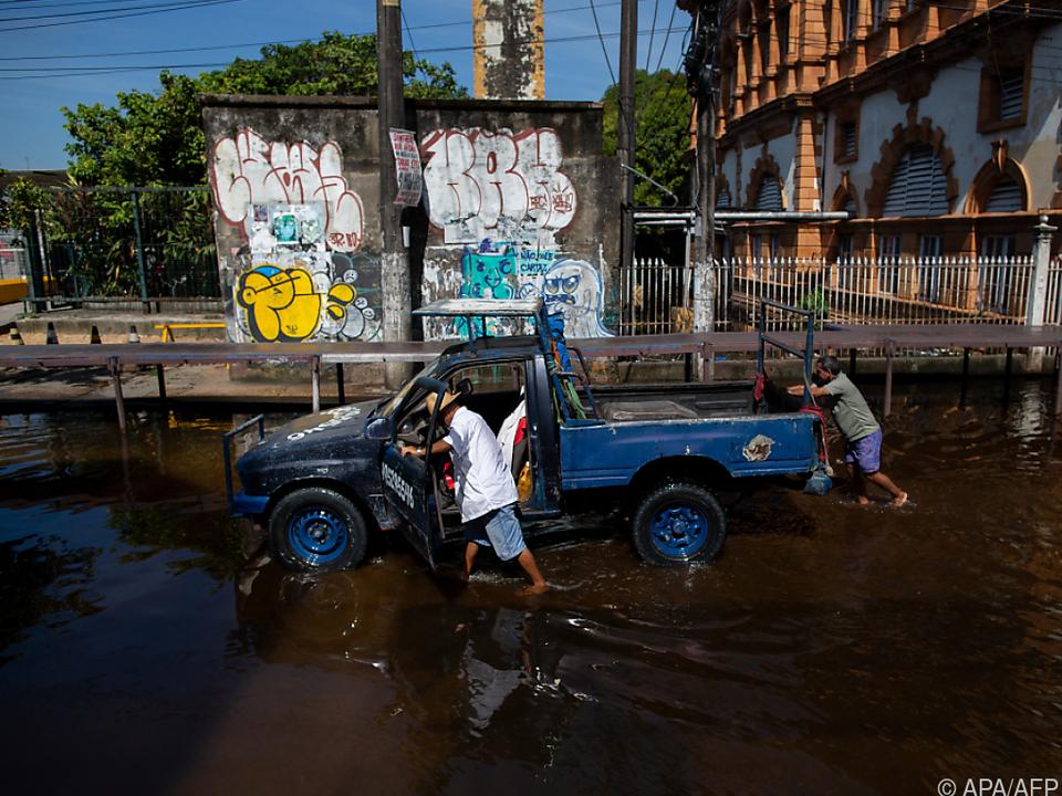 Das Fortkommen auf gewohntem Weg ist in Manaus massiv erschwert