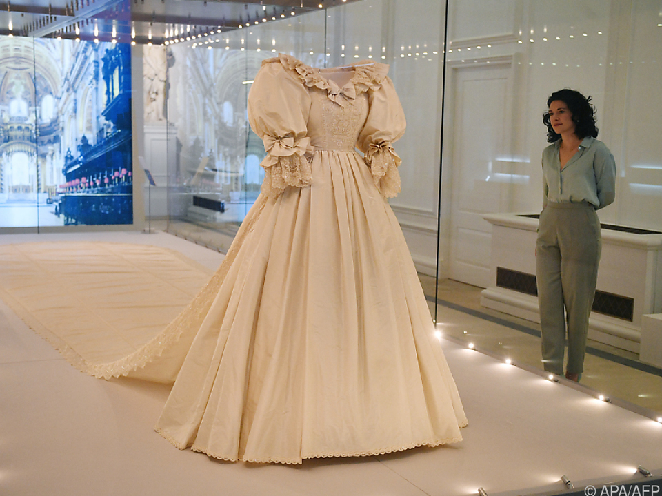 Das opulente Kleid wird im Kensington Palast gezeigt