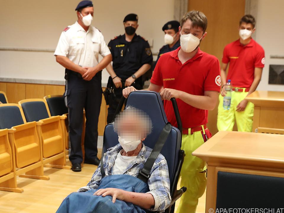 Der Angeklagte vor Prozessstart