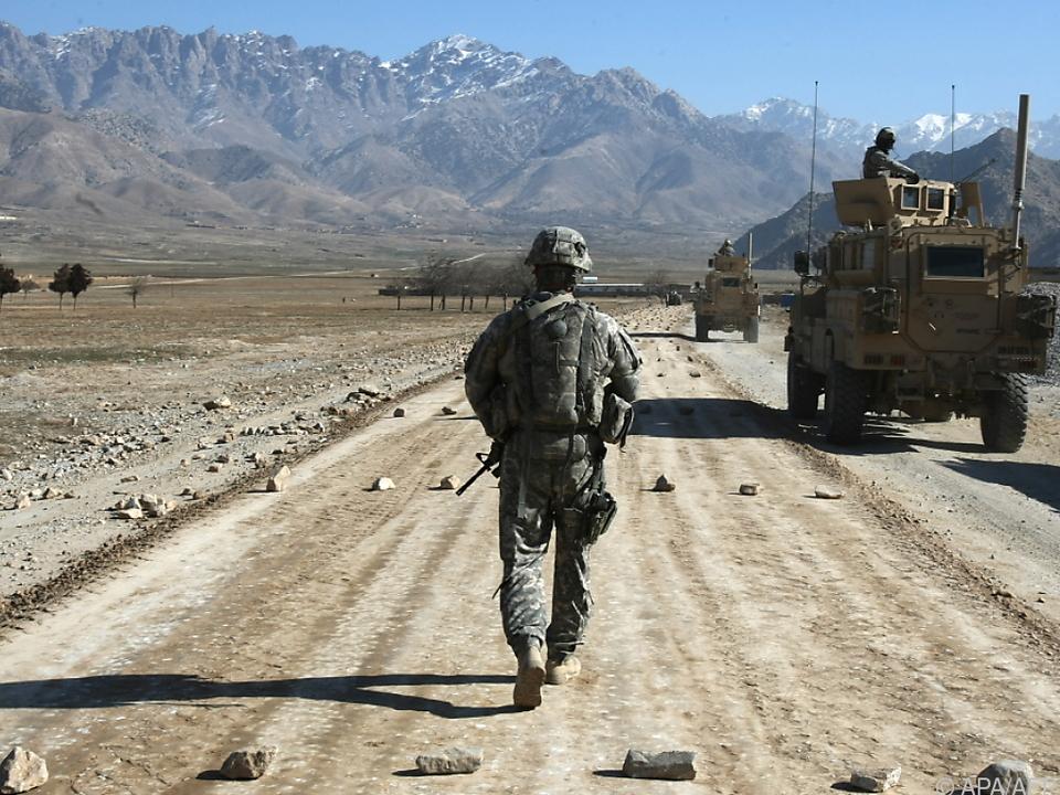 Ein US-Soldat auf Patrouille in Bagram