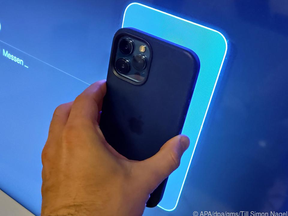 Die Kameras im iPhone messen die Farbdarstellung des Fernsehers