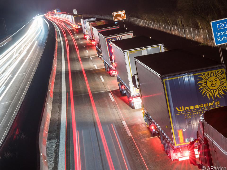 Fahren statt schlafen: Laut Gewerkschaften ein europaweites Problem