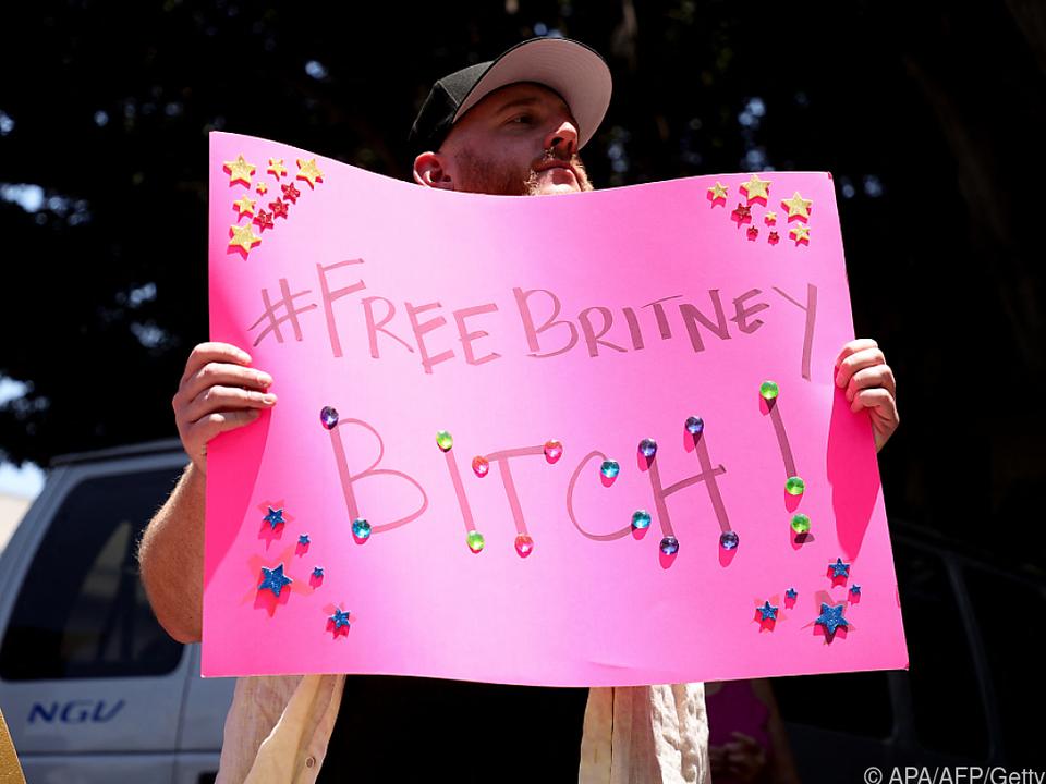 Fans von Britney Spears versammelten sich vor dem Gericht