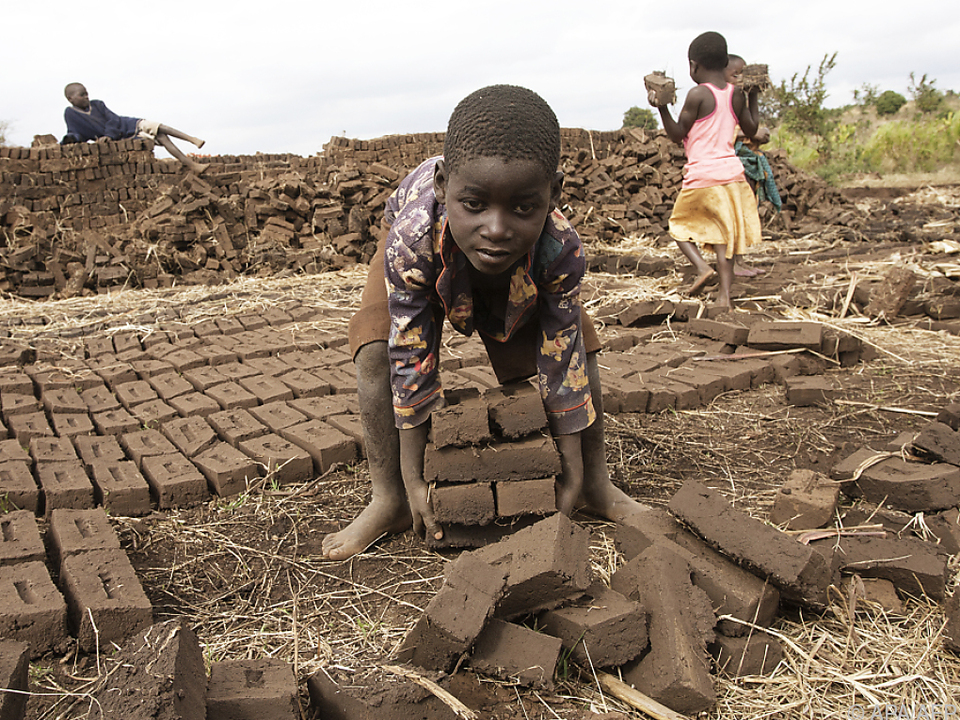 Fast jedes zehnte Kind weltweit muss Arbeit verrichten