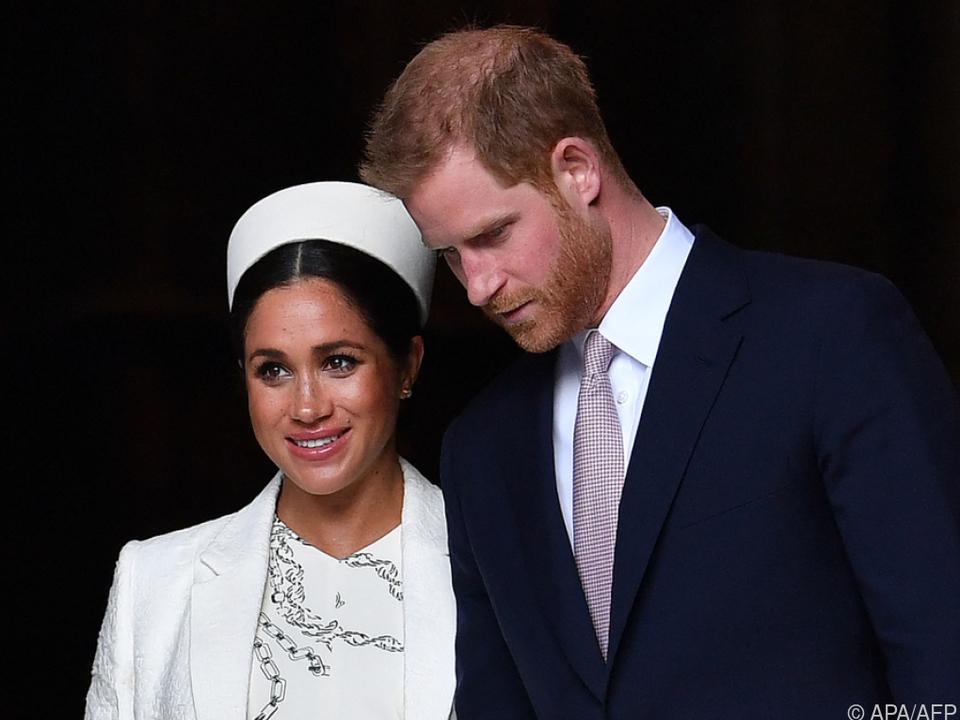 Harry und Meghan sollen die Queen zuvor gefragt haben