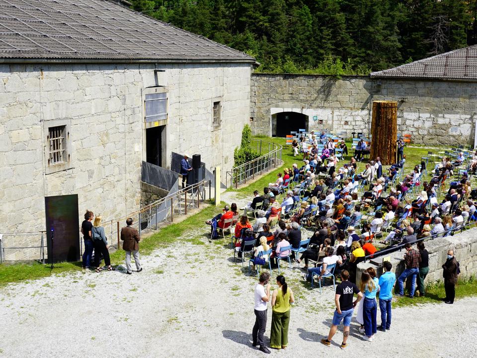 Hartwig-Thaler-bei-der-Eröffnung-der-50x50x50_-Foto-Sandra-Mutschlechner-c-Festung-Franzensfeste