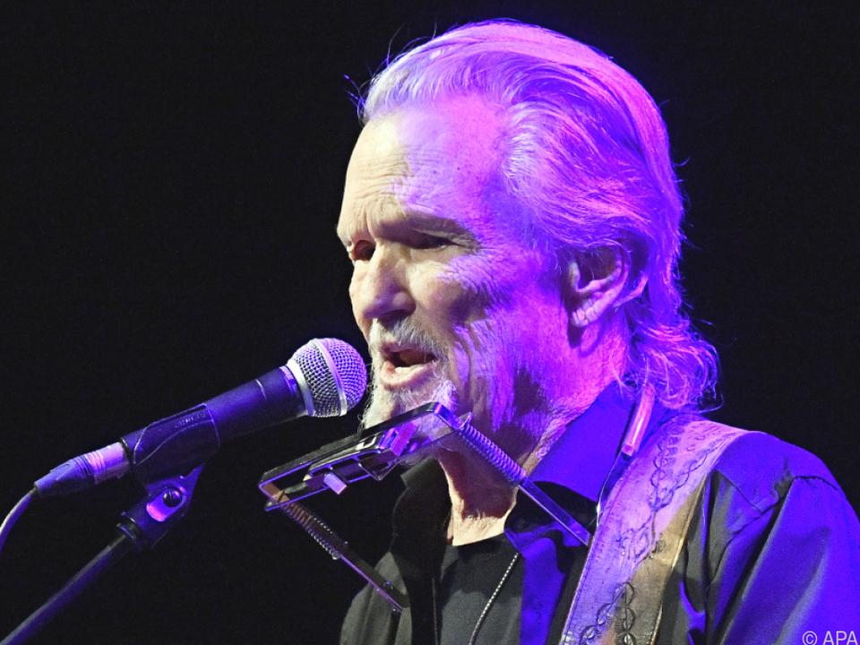 Kris Kristofferson hängt die Gitarre an den Nagel