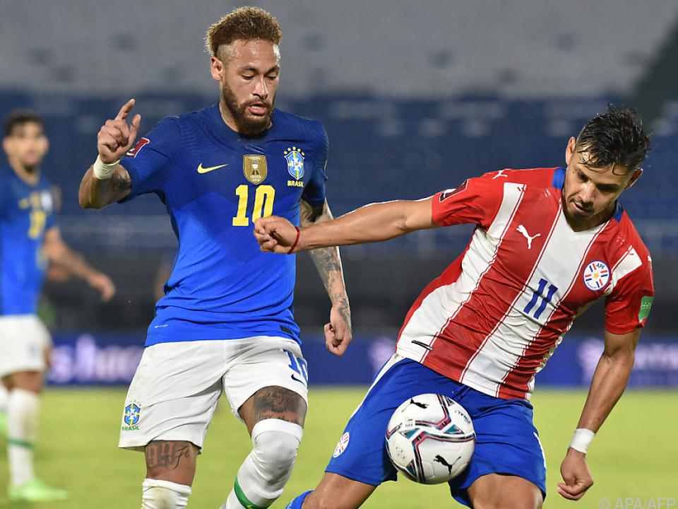 Neymar (l.) war in Asuncion Brasiliens Matchwinner