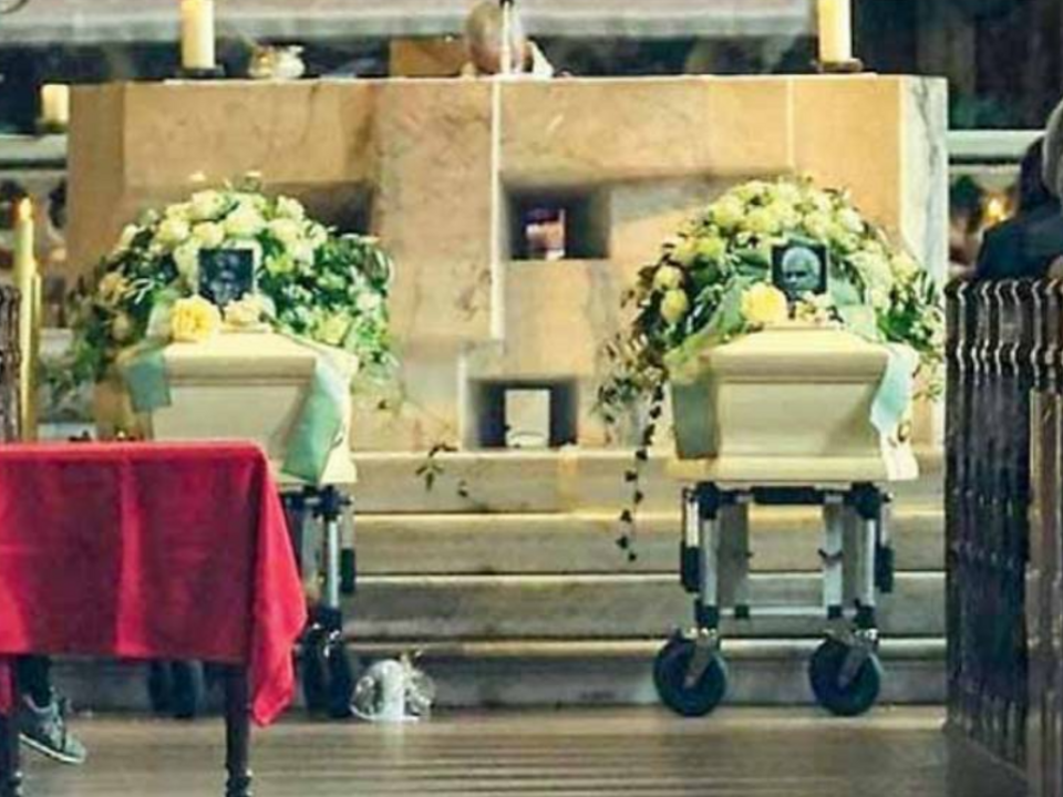 Laura Perselli Peter Neumair Begräbnis särge