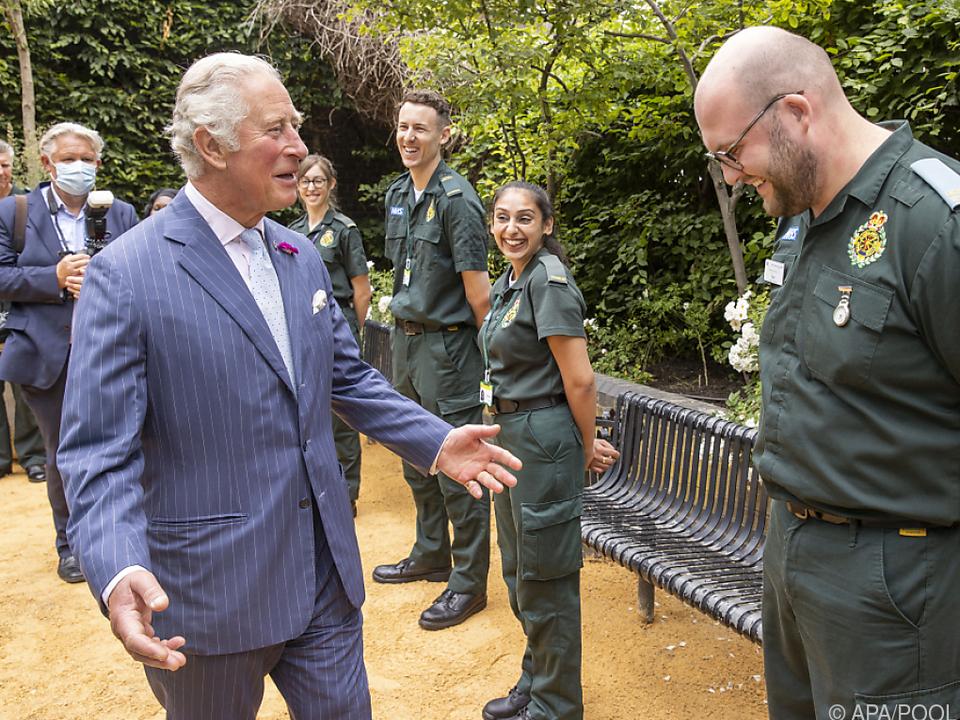Prinz Charles besucht Spitalsmitarbeiter