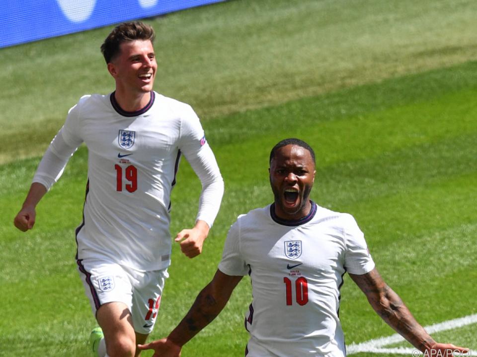 Raheem Sterling bejubelt das 1:0 für England