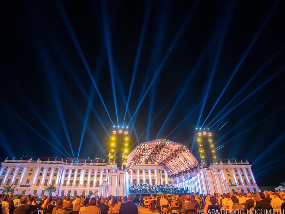 Schloss Schönbrunn als Lichtdom für die Wiener Philharmoniker