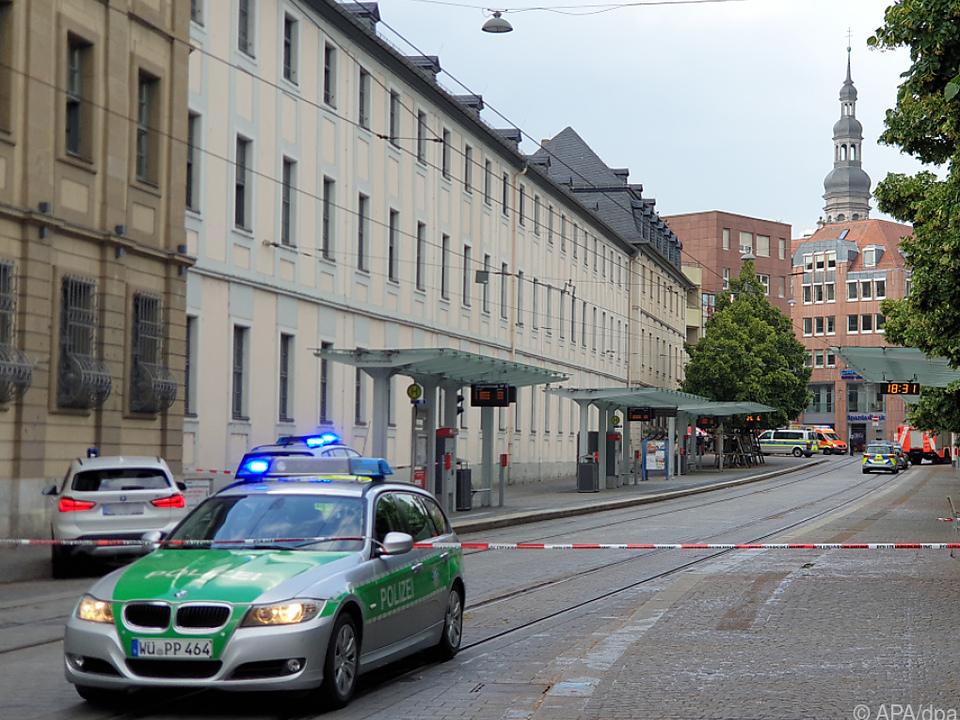 Tatort in der Innenstadt polizeilich abgeriegelt