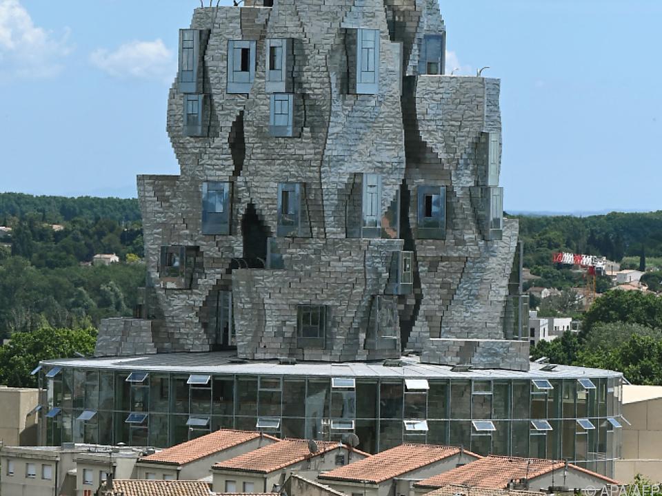 Turm von Frank Gehry im neuen LUMA-Ausstellungskomplex in Arles