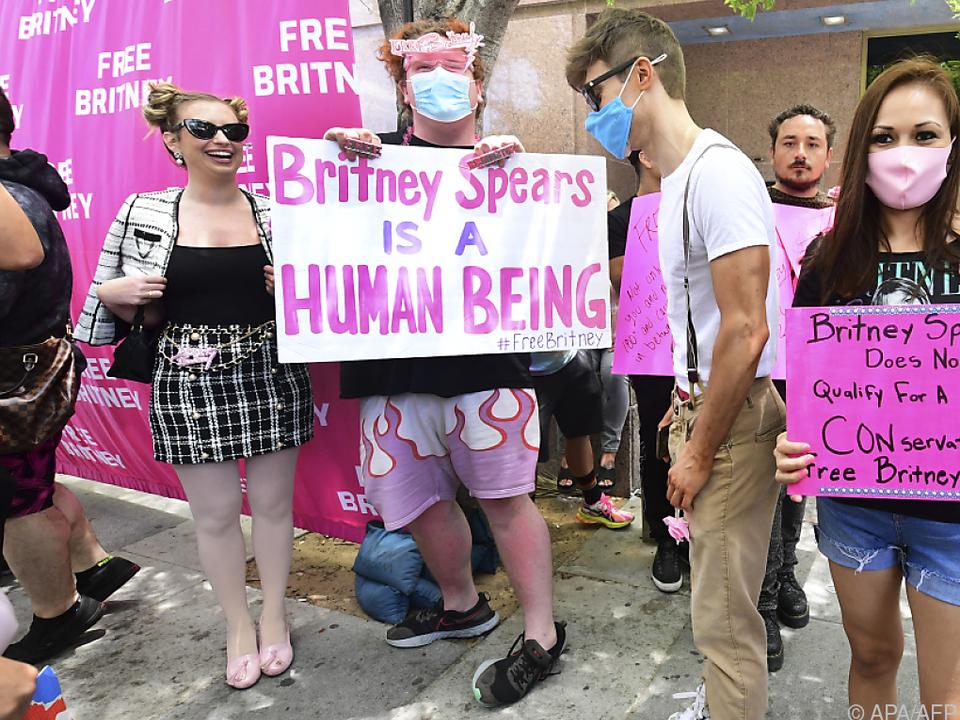 Unterstützer von Britney Spears vor dem Gericht