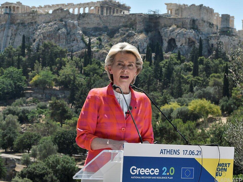 von der Leyen zu Besuch in Athen