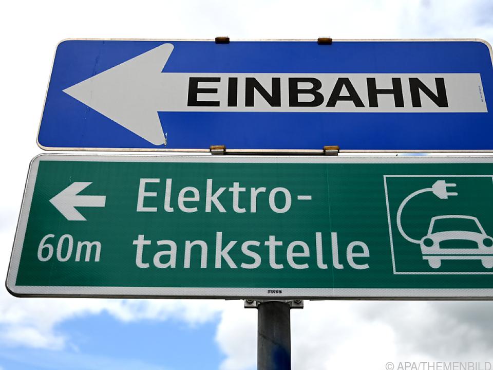 VW wünscht sich deutsch-österreichisches E-Auto-Ladeinfrastruktur