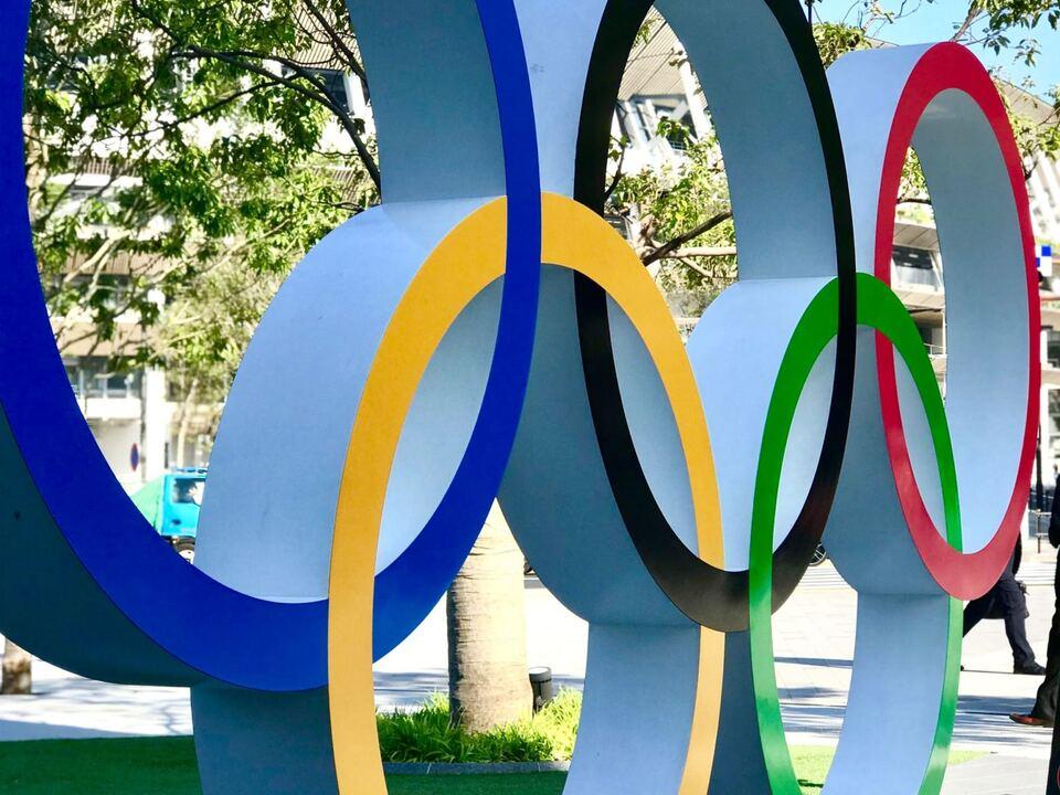 1114811_olympia-alex-smith-J4yQp1lIJsQ-unsplash olympische spiele ringe