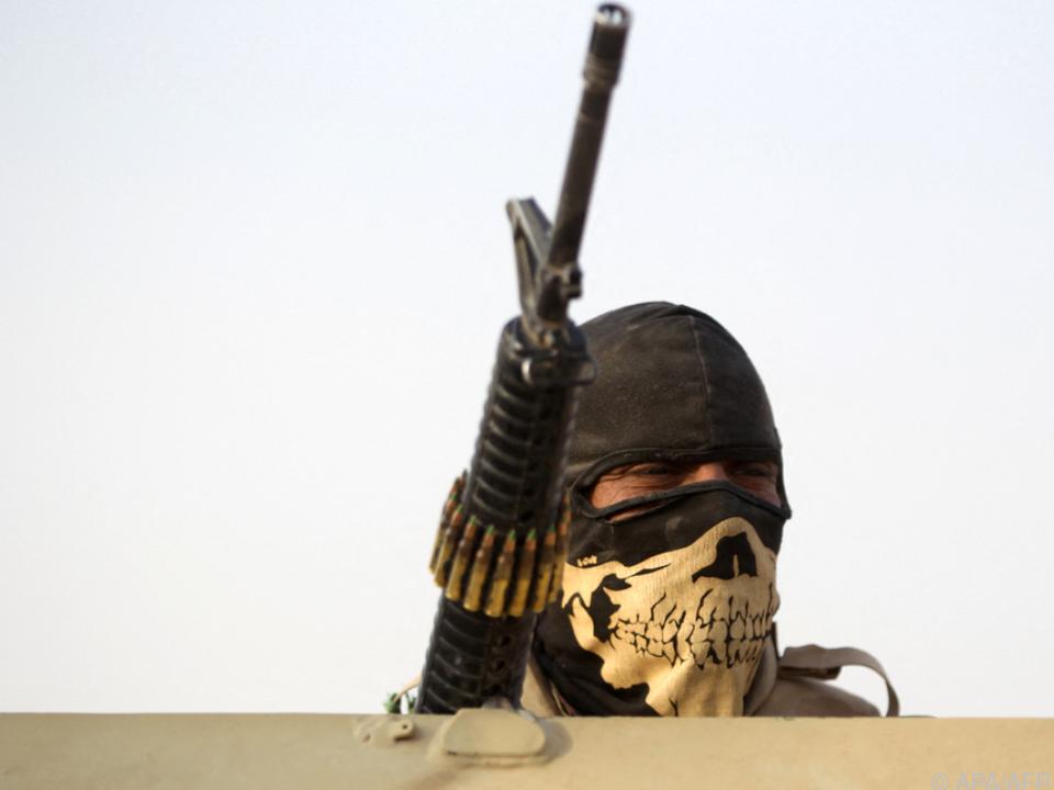 Angreifer sollen Maschinengewehre gehabt haben (Symbolbild)