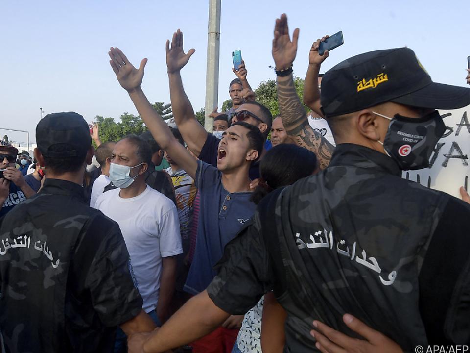 Anhänger Saieds demonstrieren gegen islamistische Ennahda-Partei