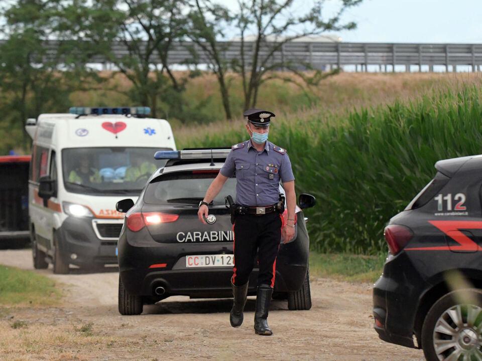 Il luogo del ritrovamento da parte di carabinieri e vigili del fuoco dei cadaveri di due donne marocchine scomparse nei campi di mais dopo aver telefonato al 112 a San Giuliano Milanese, 03 Luglio 2021. athesiadruck2_2021070420232517_81d2689832437fe892e857584b892b7e