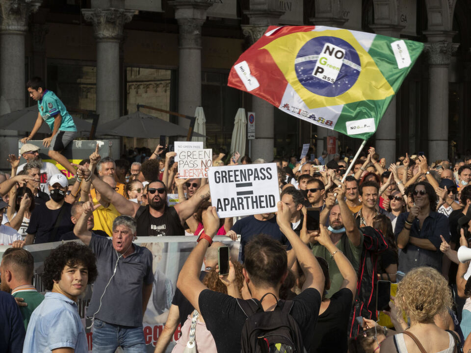 Demonstration against Green Pass in Milan, Italy, 24 july 2021. athesiadruck2_20210726211812817_34db1b8a8872360a3ca6444e552939fe