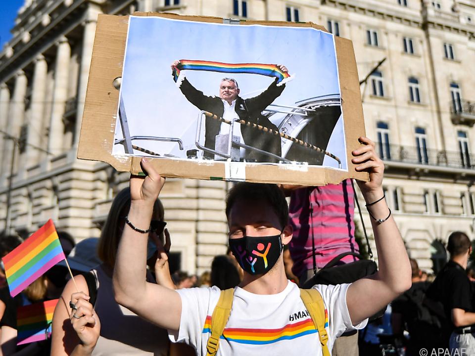 Auch Orban hat einen Platz unter dem Regenbogen