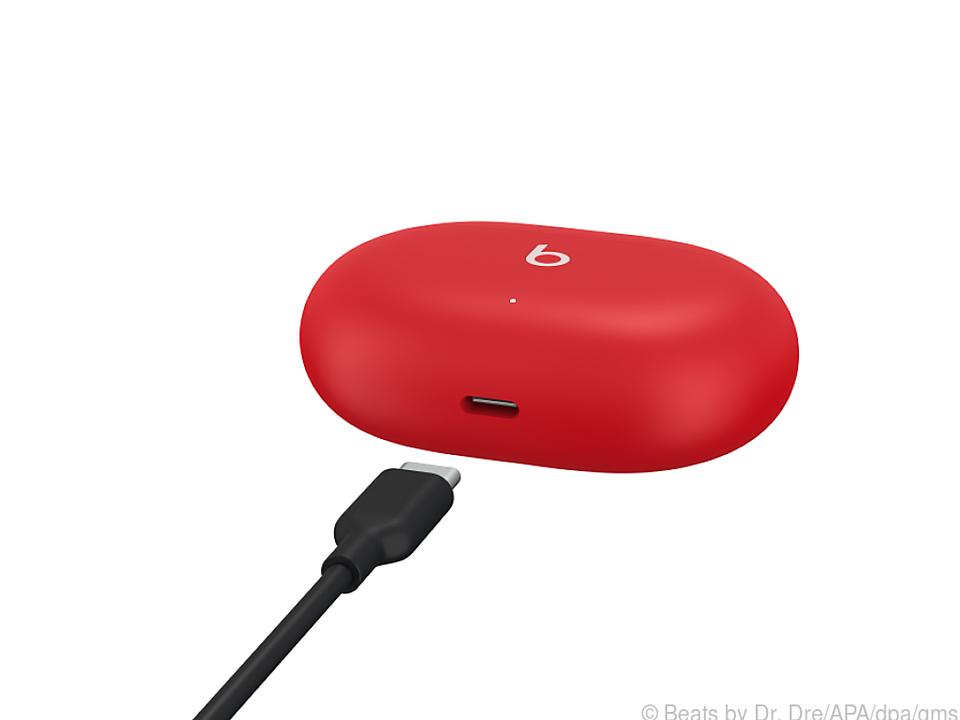 Die Beats Studio Buds werden via USB-C aufgeladen
