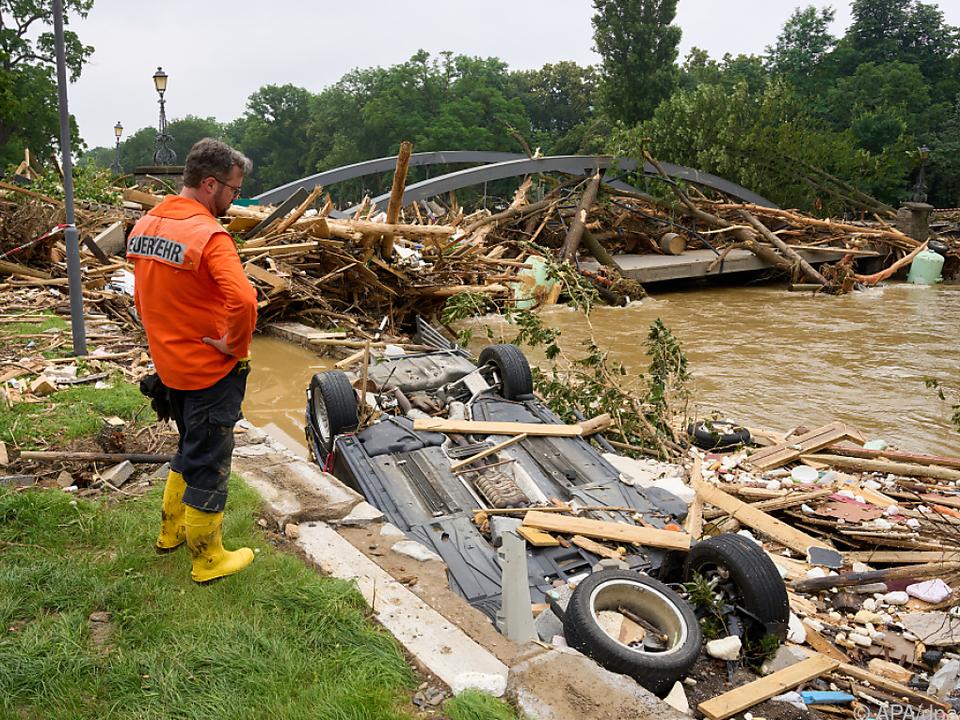 Aufräumarbeiten nach Hochwasser angelaufen