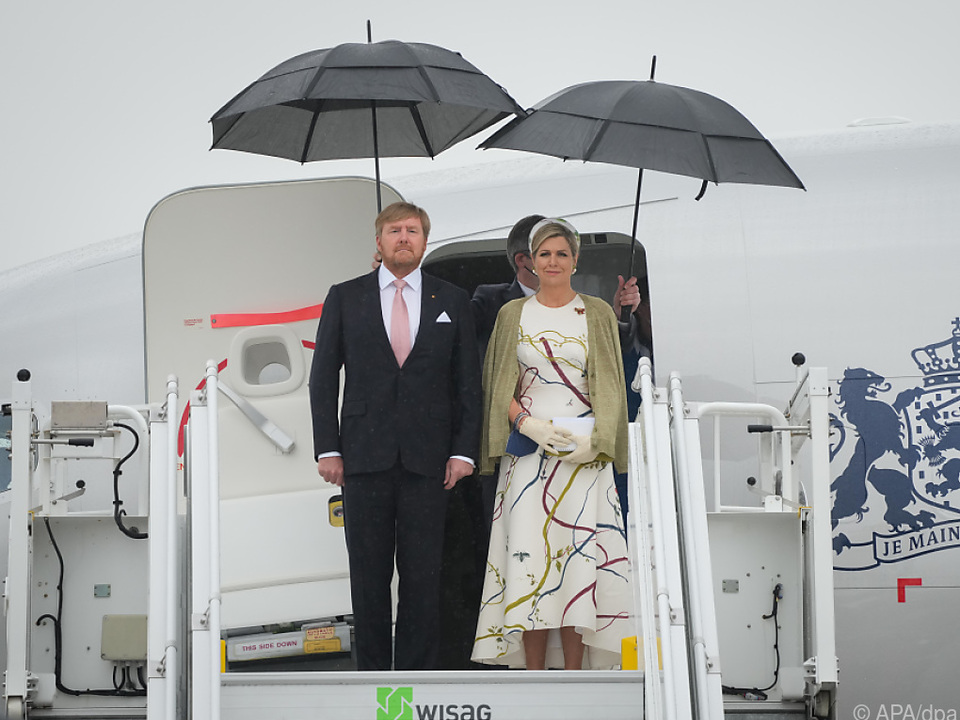 Begrüßt wurde das Königspaar im strömenden Regen