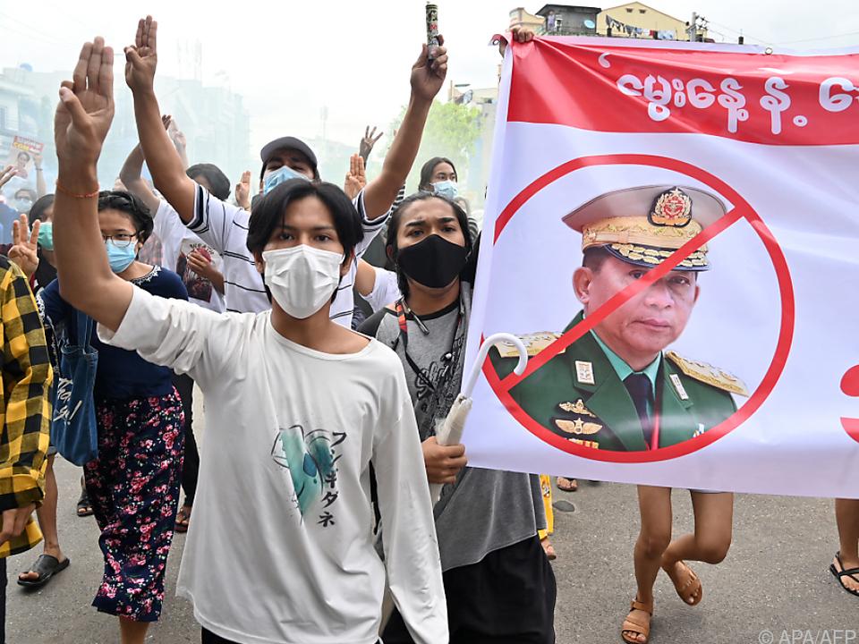 Demo gegen die Militärherrschaft in der Metropole Yangon