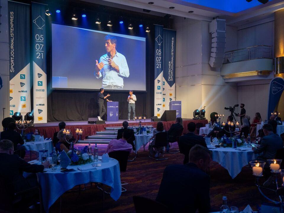 Deutscher Sportjournalistenpreis 2021_Kristian Ghedina on the stage