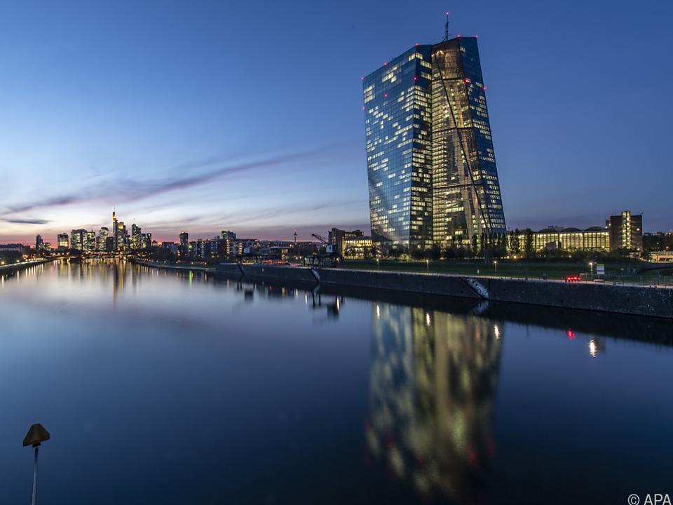 Die Europäische Zentralbank hält an ihrer Geldpolitik fest