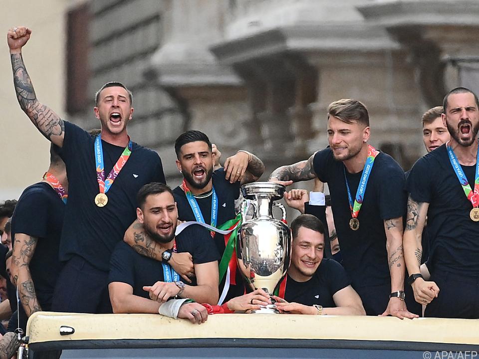 Donnarumma und Co. kutschierten den Pokal durch Rom
