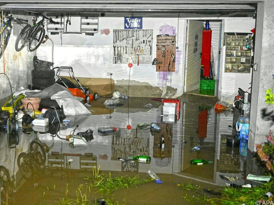 Eine überschwemmte Garage in Pischelsdorf (OÖ)